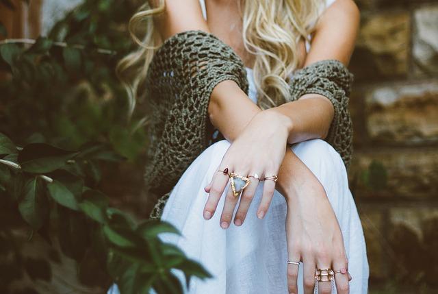 děvče s prsteny.jpg