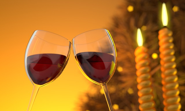sklenice vína a svíčky